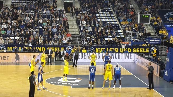 Basketball ALBA Berlin Skyliners Frankfurt Mercedes Benz Arena 20161008 (15).jpg