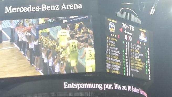 Basketball ALBA Berlin Skyliners Frankfurt Mercedes Benz Arena 20161008 (21).jpg