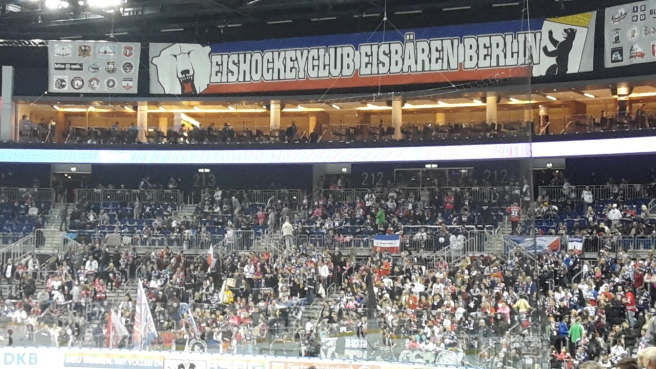 Eishockey Eisbären Berlin Kölner Haie DEL 20161007 (11).jpg