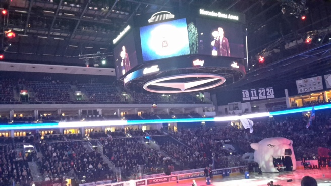Eishockey Eisbären Berlin Kölner Haie DEL 20161007 (14).jpg