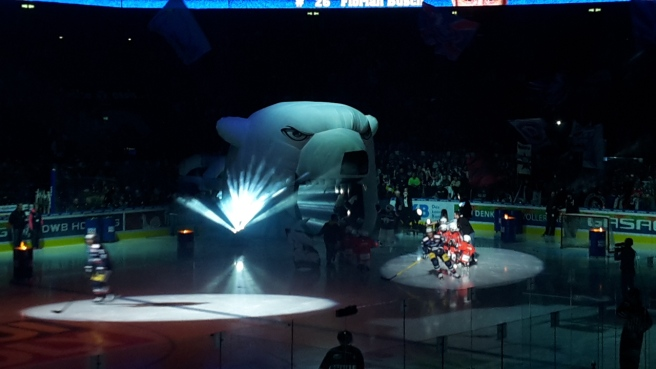Eishockey Eisbären Berlin Kölner Haie DEL 20161007 (15).jpg