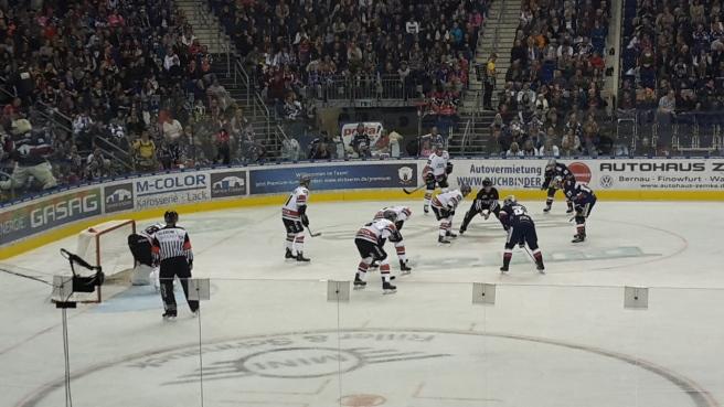 Eishockey Eisbären Berlin Kölner Haie DEL 20161007 (19).jpg