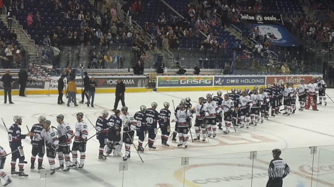 Eishockey Eisbären Berlin Kölner Haie DEL 20161007 (29).jpg