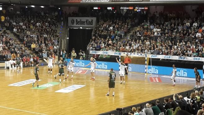 handball-bundesliga-topspiel-fuchse-berlin-thw-kiel-max-schmehling-halle-20161005-9